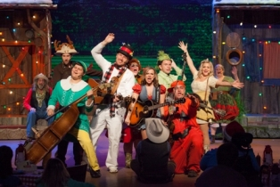 Dinner and drama with Hatfields and McCoys brings lots of laughs for the holidays