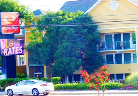 Pigeon Forge Hotels Econo Lodge Hotels offers relaxation near the river!