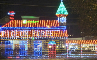 Smokies come alive in pigeon-forge-tn at christmas