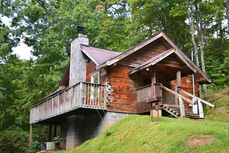 This Cabin Rentals HONEYMOON HIDEAWAY is the perfect place for you!