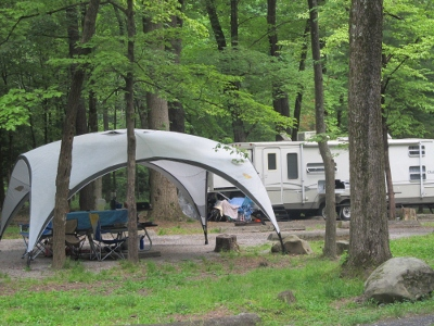 folks camping-in-smoky-mountains have fun