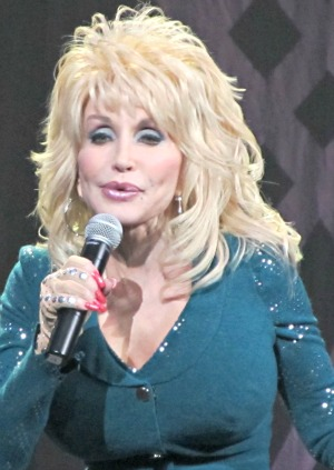 dolly sings in sevierville-tennessee hometown