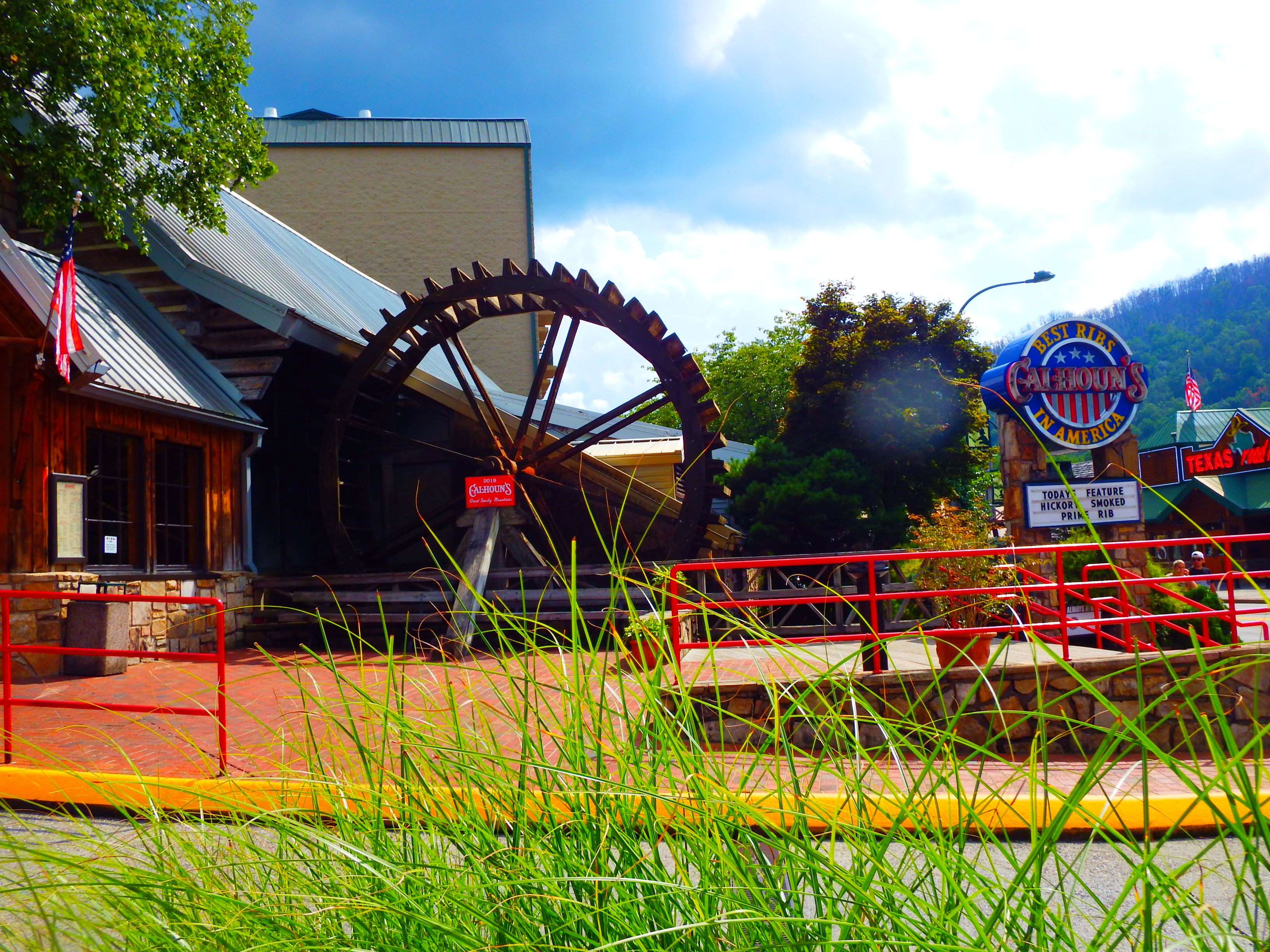If you want fine dining in Gatlinburg Calhouns has delicious cuisine every day of the week!