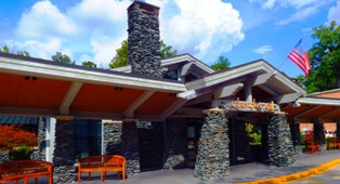 Of all the Gatlinburg Restaurants Cherokee Grill stands among one of the finest.