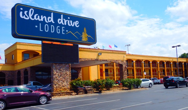 The Island Drive Lodge is centrally located to the many things to see and do in Pigeon Forge.