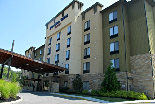 pigeon-forge-hotels includes springhill