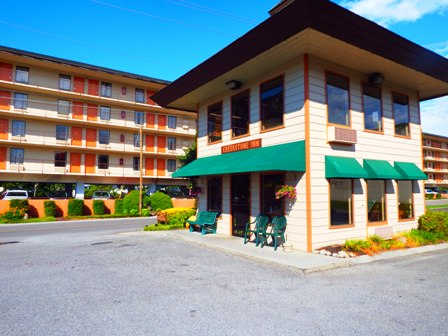 Creekstone Inn lets you enjoy nature while staying in the city of Pigeon Forge.