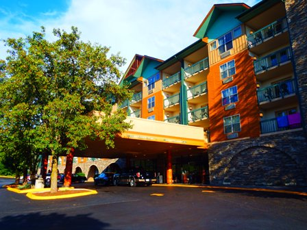One of Pigeon Forge Hotels Grand Smokies Resort Lodge is located in the perfect location for attractions and food.