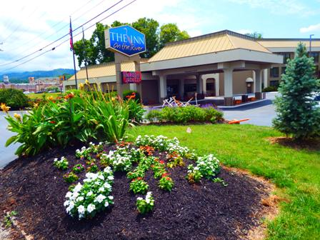 Get ready for a relaxing stay with plenty of scenic views with Pigeon Forge Hotels Inn On The River!