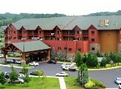 Sevierville Hotels Wyndham Resort offers a huge indoor/outdoor water park on property!