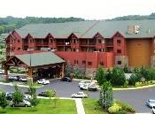 Sevierville Hotels Wyndham Resort offers a huge indoor/outdoor water park on property!