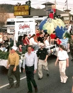 smoky-mountain-events host dolly parton parade