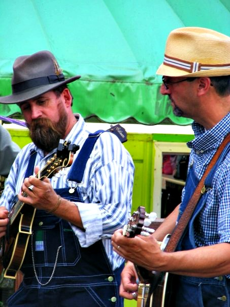 tunes and tales perform at smoky-mountain-events