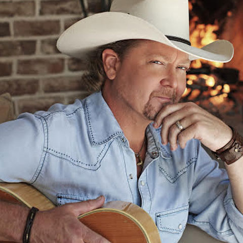 Tracy Lawrence concert schedule includes the Country Tonight Theater in Pigeon Forge.